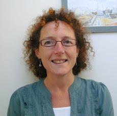 Dr Ruth Dennis