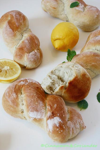 Italienische Brötchen mit Minze und Zitrone