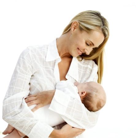 لماذا تحمل الأم طفلها يدها