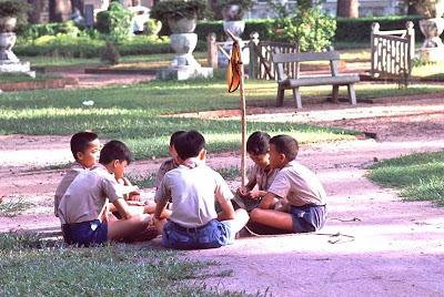 http://4.bp.blogspot.com/-fYjkmzkPGh8/TsNw2QtQIcI/AAAAAAAAAj8/CTkA5zOMnmQ/s400/VN_HuongDao_Saigon_1965_01.jpg