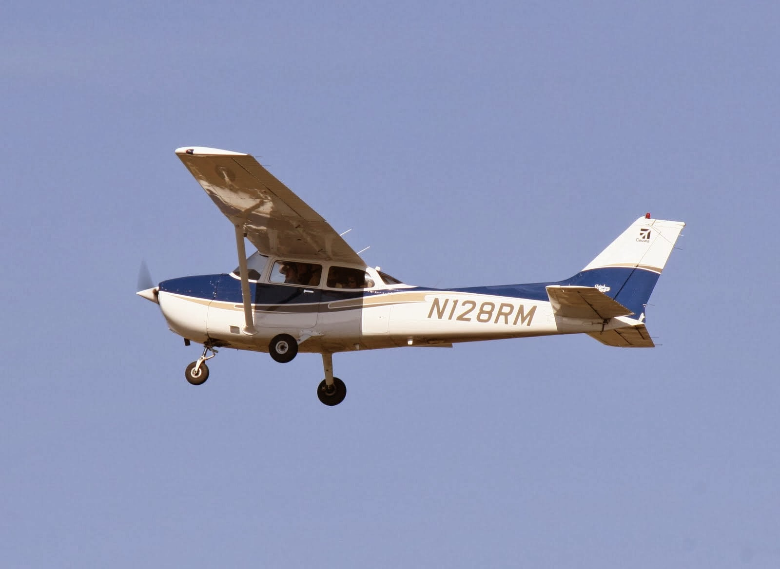 Give the Gift of Flight at Air Associates of Missouri