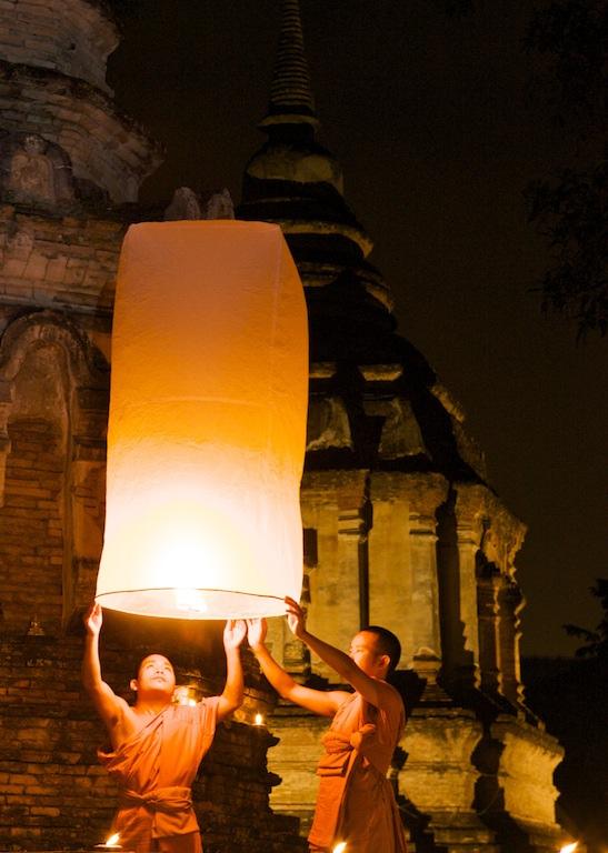 Loy+Kratong+Floating+Lantern+in+Chiang+Mai+Thailand+b أجمل مهرجانات العالم ''مهرجان المصابيح في تايلند '' سيذكرك بفيلم ديزني الشهير Tangled