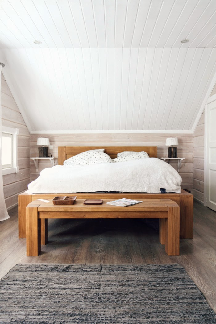 master bedroom, log cabin, scandinavian style interior, oak bed, oak bench,