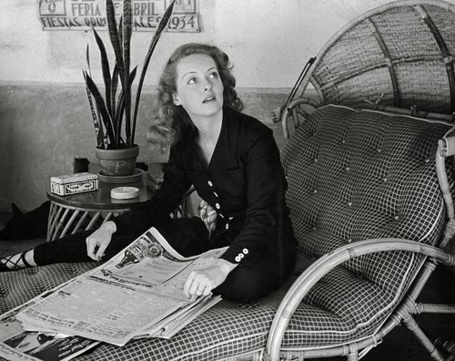 http://greeneyes55.tumblr.com/post/74053896401/bette-davis-1939-photo-alfred-eisenstaedt