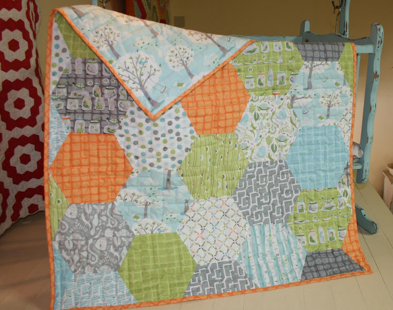 THE QUILT BARN: Backyard Baby Hexagon Quilt : hexagon quilt pattern free - Adamdwight.com