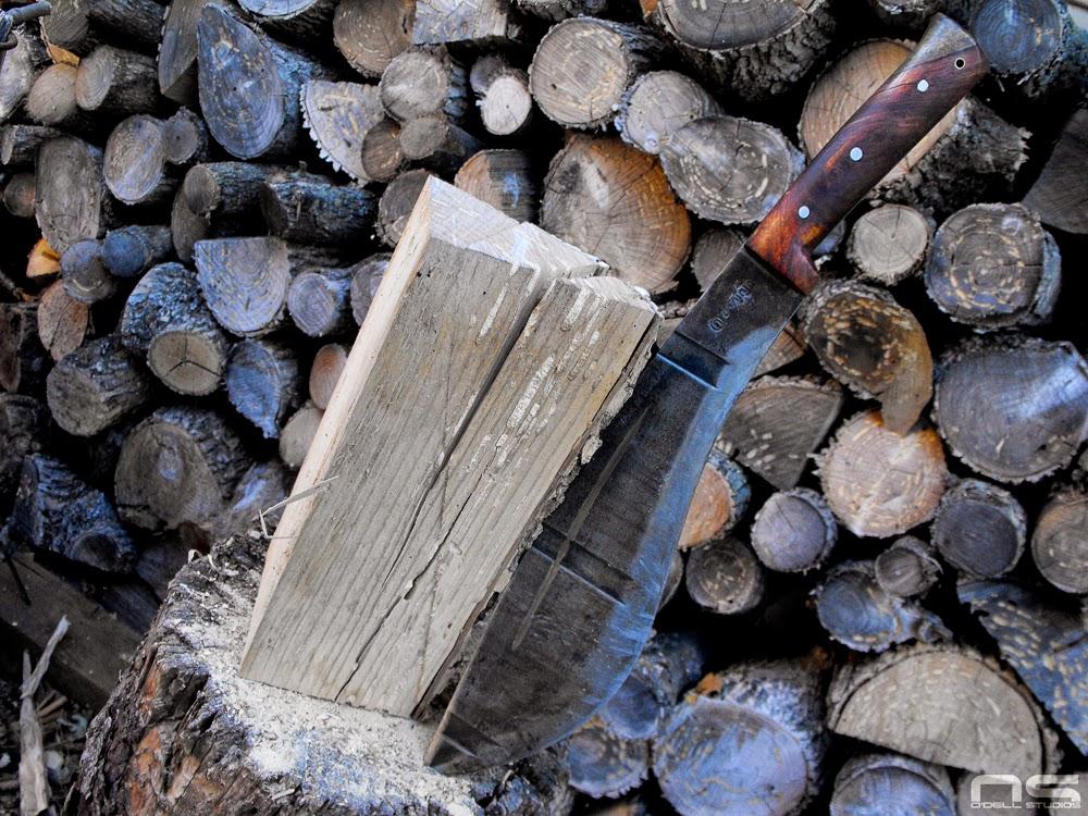 large knives vs axes bushcraft survival outdoor