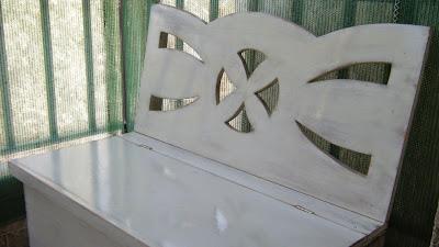 Arquibanco pintado de branco
