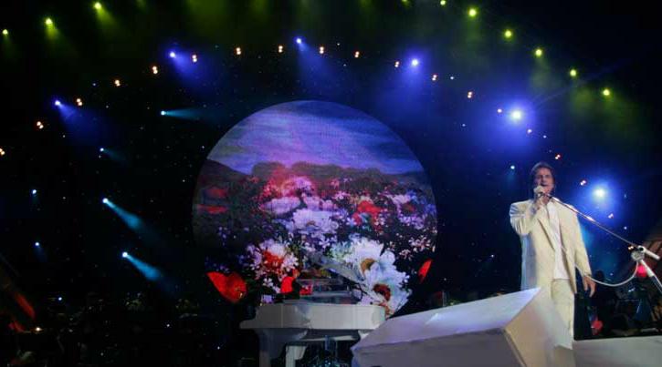Foto de Roberto Carlos, Abertura do Show na Arena do HSBC, 11 de dezembro de 2012