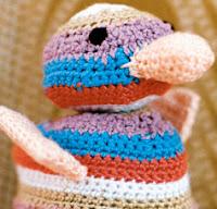 http://translate.googleusercontent.com/translate_c?depth=1&hl=es&rurl=translate.google.es&sl=en&tl=es&u=http://www.canadianliving.com/crafts/crochet/cute_crocheted_duck.php&usg=ALkJrhhbseHc-zyxFha5brlO54jSTzWfRg