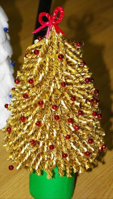 Новогодние поделка елка из макарон