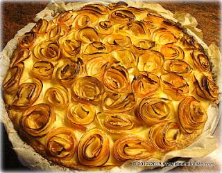 Torta con  boccioli di mela e crema alla mandorla