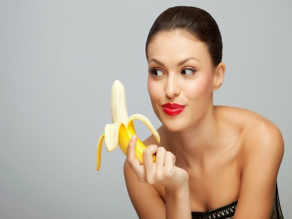 Sleep Better and 7 More Reasons to Eat a Banana Everyday