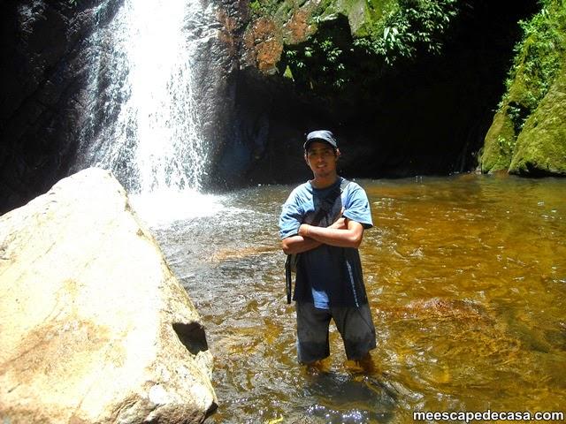 Checa en la Cascada de Tamushal (río Shilcayo, Cordillera Escalera, San Martín, Perú)