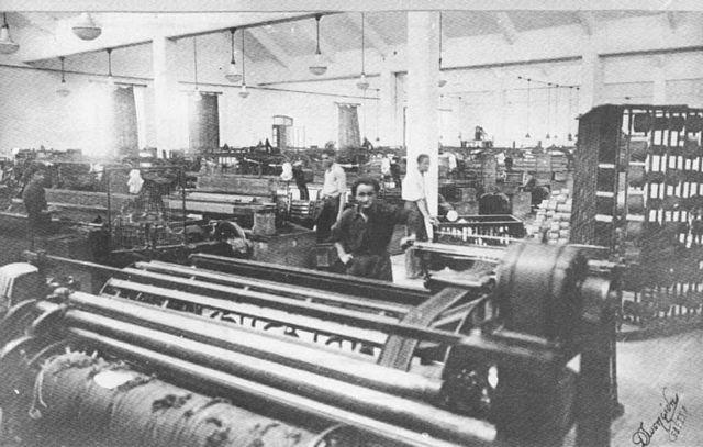 Παλιά φωτογραφία από το εργοστάσιο του Σεφερτζή.