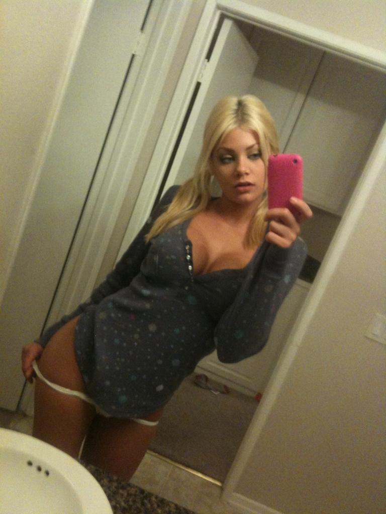 sexy selfshot nude pornstar