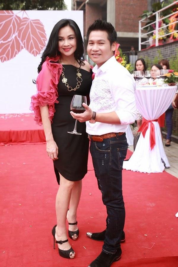 Thanh Lam, Anh Thơ rạng rỡ mừng Trọng Tấn làm ông chủ