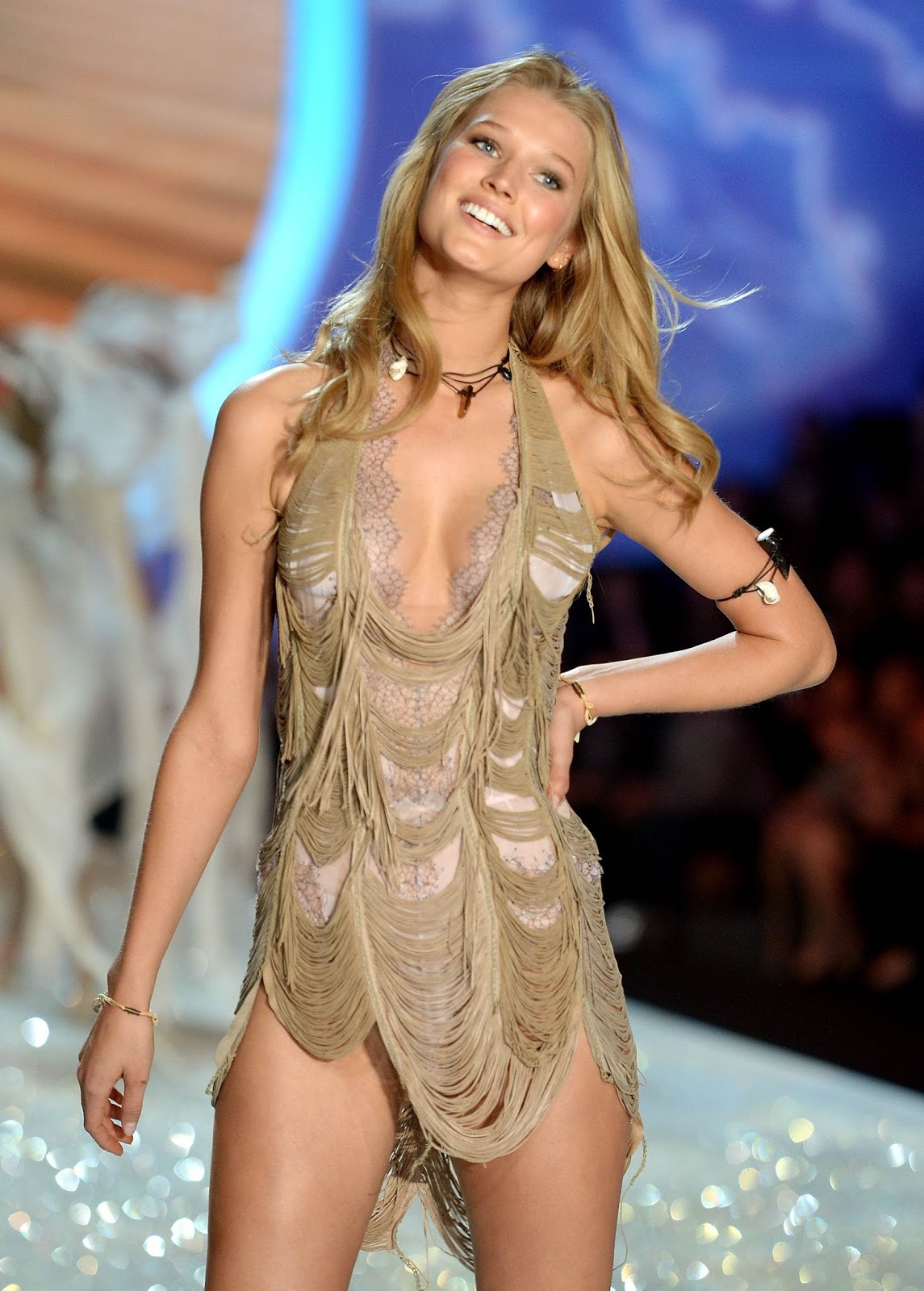 Victoria's Secret: watch the fashion show...like a girl ...