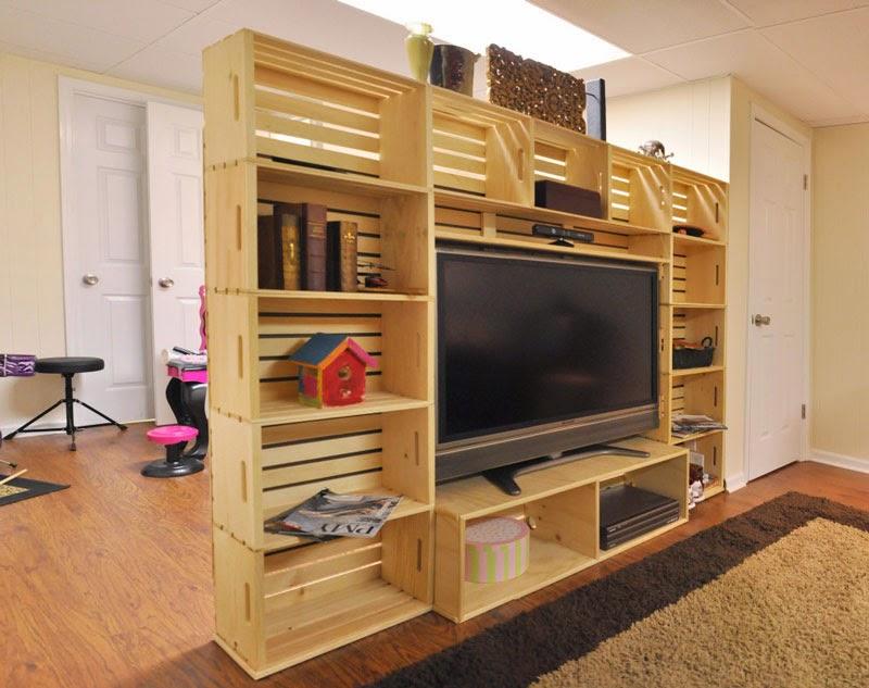 Mueble para la tv hecho con cajas de for Muebles con cajas de madera