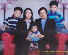 Foto Gembala Sidang & Keluarga