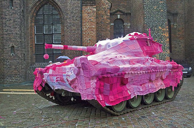 التريكو أو غزل الكروشيه أو الألياف بدلا من الطلاء أو الطباشير على الدبابات