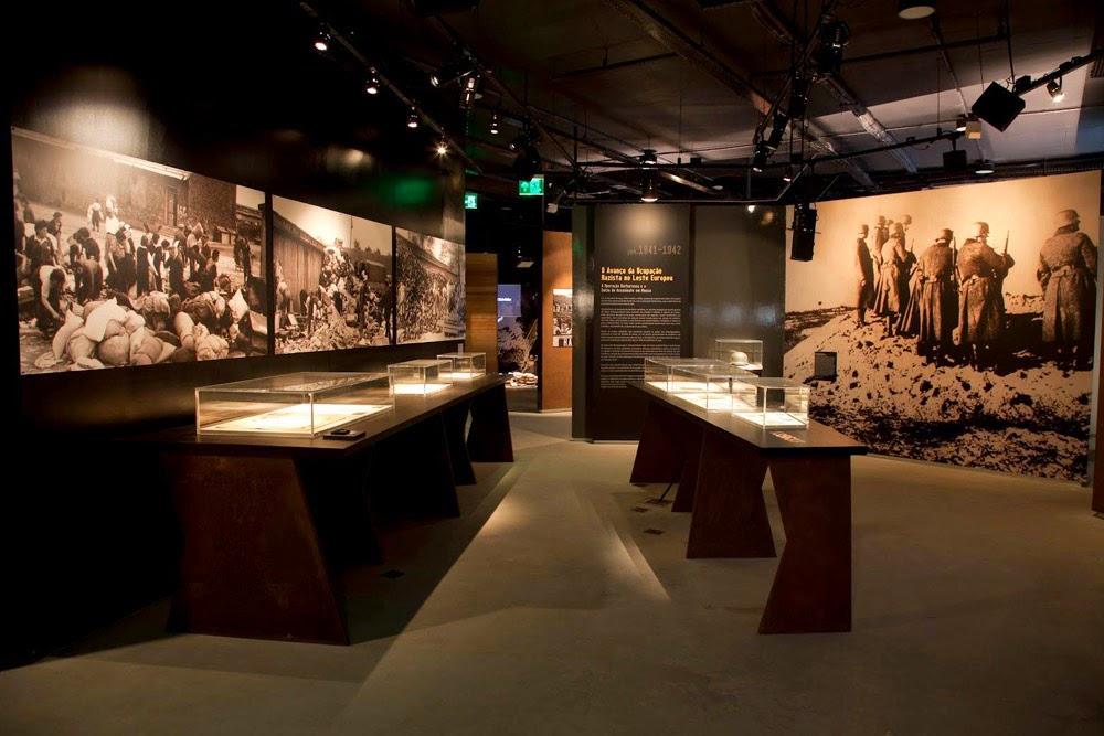 Interior do museu do holocausto de curitiba