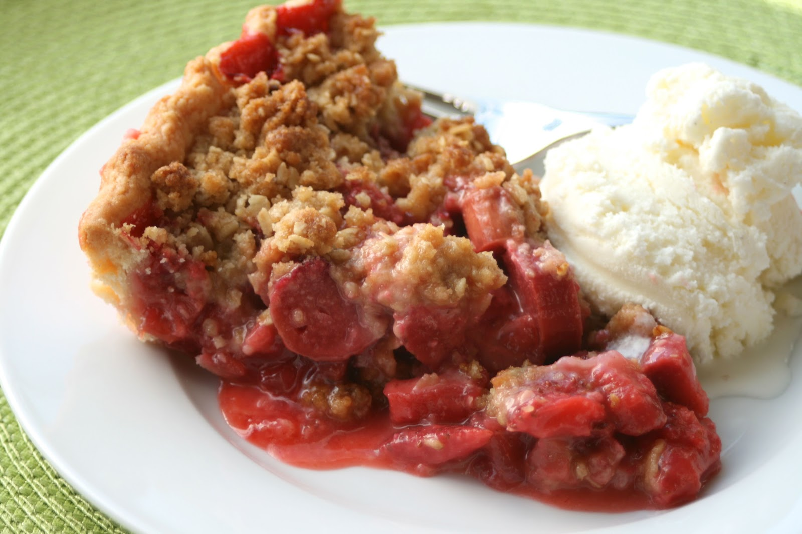 tune 'n fork: Strawberry Rhubarb Crumble Pie
