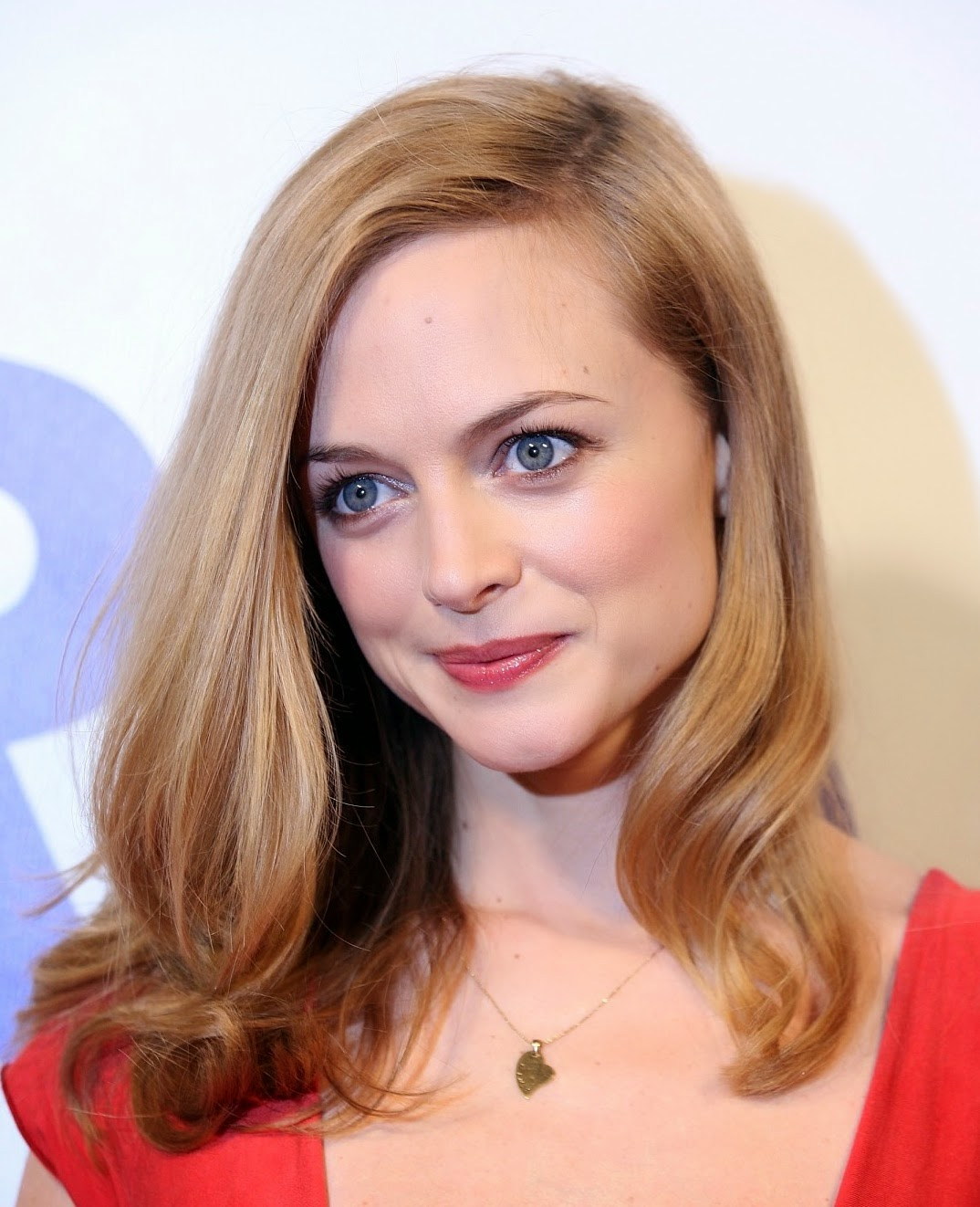 http://www.bestcelebrityhairstyles.com/wp-content/uploads/2009/10/Heather-Graham-Hair-7.jpg