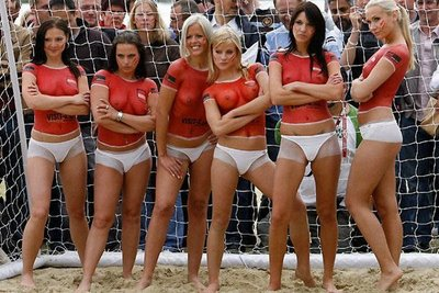 Foto Telanjang on Berita Olahraga Online  Woow  Video Sepak Bola Cewek Nyaris Telanjang