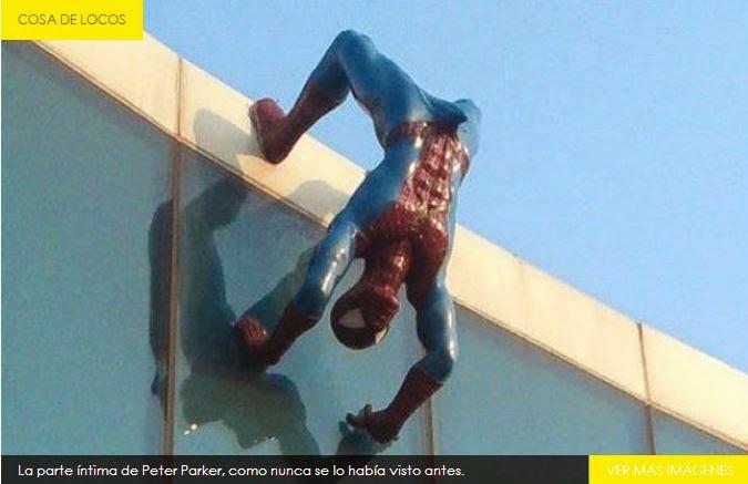 El Hombre Araña Captado con pene erecto