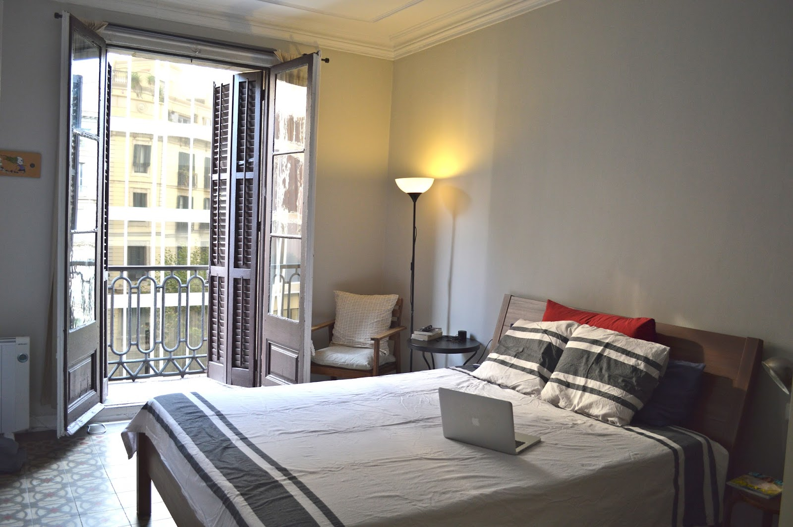 Simple simplistic bedroom with balcony in Airbnb apartment Barcelona