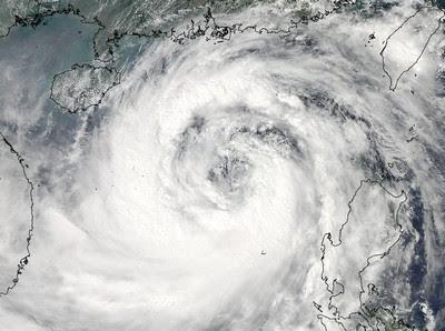 Aktuelles Satellitenbild / Satellitenfoto Taifun NESAT, Nesat, Hurrikanfotos, Taifun Typhoon, Taifunsaison, 2011, Satellitenbild Satellitenbilder, Pazifik, September, aktuell,