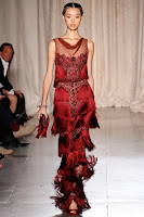 вечерна рокля с ресни в бордо, на Marchesa