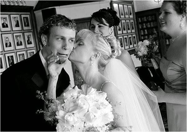 أطرف صور العروسين في حفلات الزفاف  Funny-wedding-photos-02