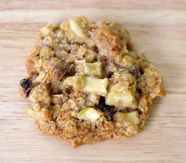 Around le globe: Apple cinnamon oatmeal cookies