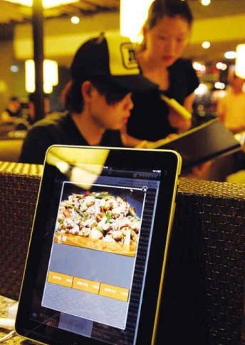 مطعم فى لندن...يطلب رواده الطعام اليكترونيا - order food restaurant electronic
