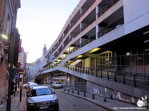 Bordeaux - Palais des sports, parking et marché couvert Victor Hugo  Architectes: Jean Dauriac et Pierre Laffitte.  Construction: 1959 - 1966
