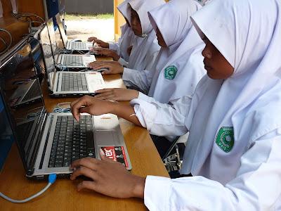 Manfaat dan Kerugian Internet di Sekolah