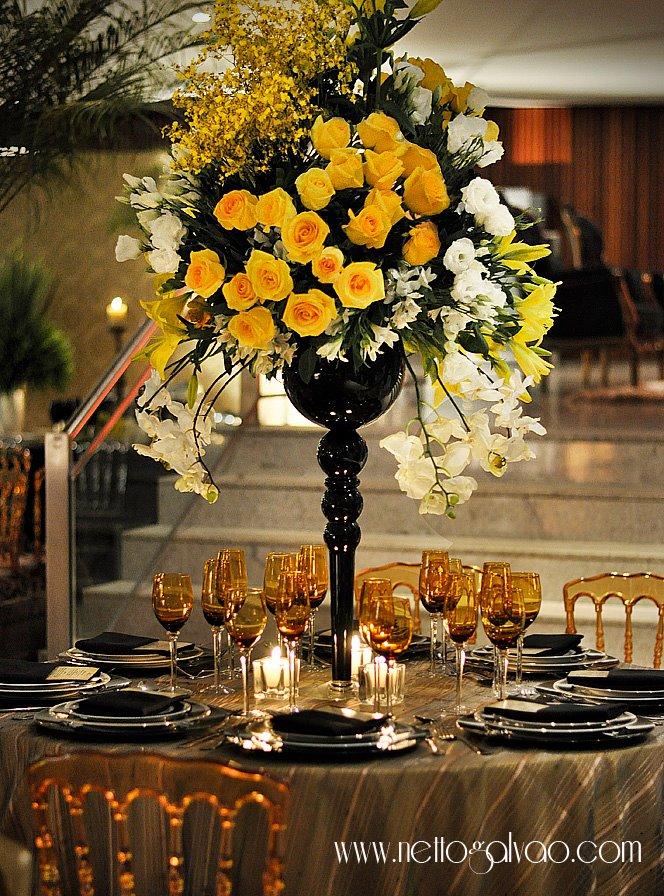 decoracao amarelo branco e preto:FLOR DE AMORA: {casamento contemporâneo} nas cores {preto e dourado}