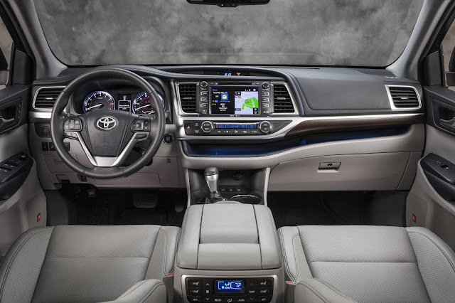 Interior view of 2015 Toyota Highlander