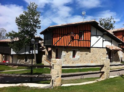 Vive la alberca con nosotros oferta puente de mayo 2012 for Villas 400 salamanca