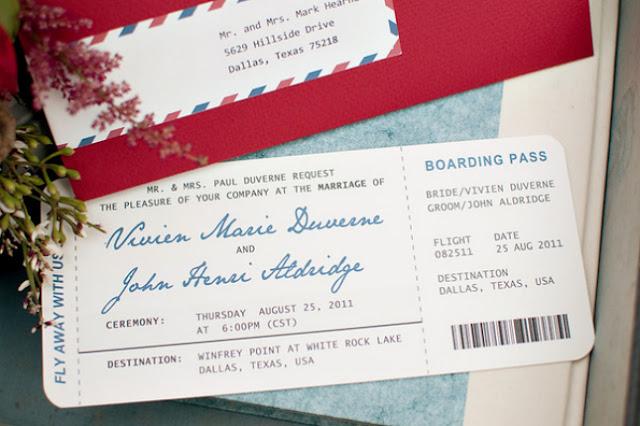 Invitaciones para bodas inspiradas en viajes en forma de tarjeta de embarque