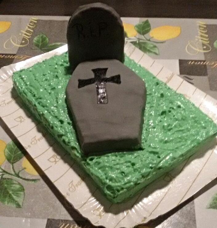 Mille idee in cucina torta halloween a forma di bara for Idee di cucina per halloween