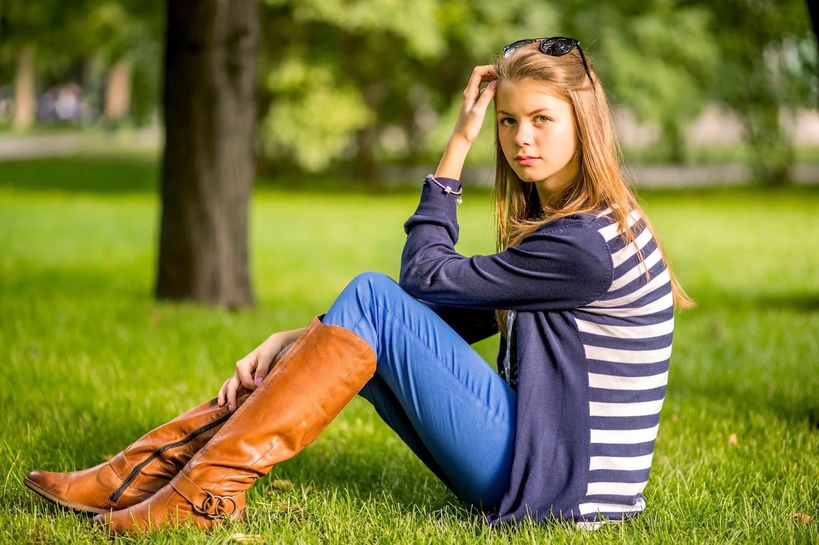 девушка в парке, индивидуальная фотосессия, осень, газон