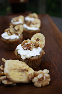 banana muffins, mini muffins, mini banana muffins, mascarpone cheese, frosting, cheese frosting, banana, muffins, mini muffins, giada, breakfast, party food