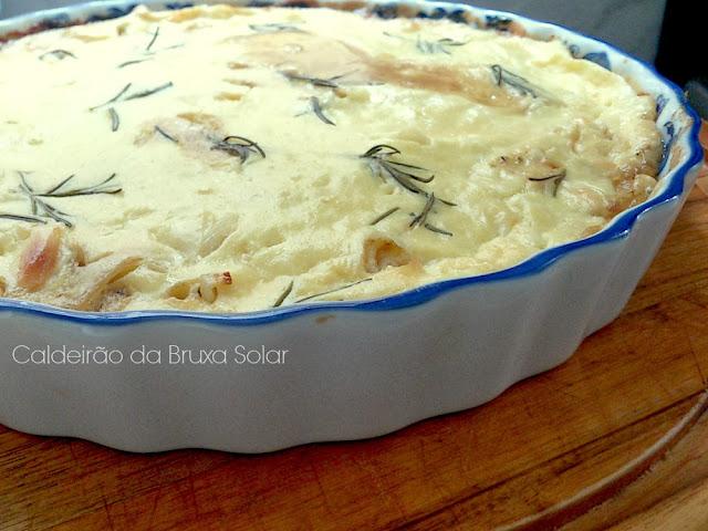 Clafoutis de cebolas caramelizadas e queijos