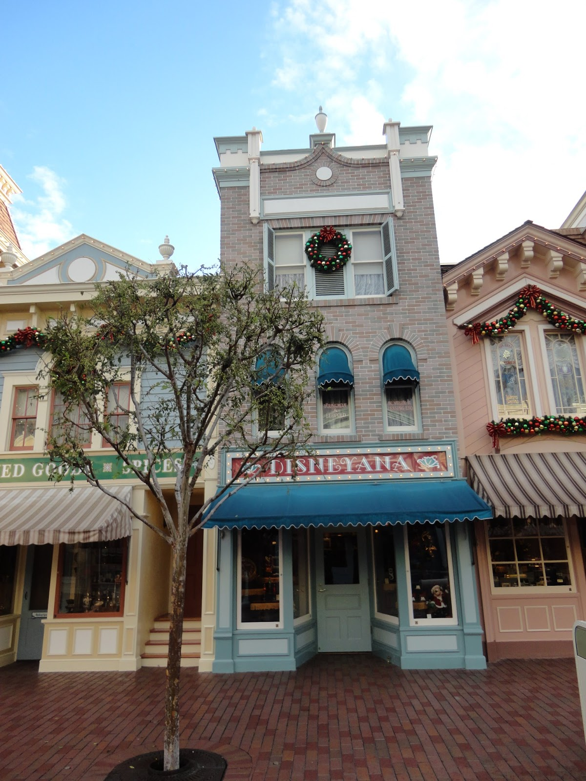 Disneyland Main Street Disneyana Building