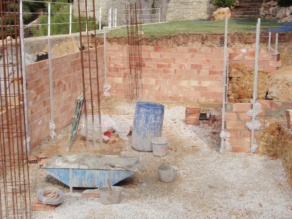 Fases de construcci n de una piscina que realizamos for Como construir una piscina de ladrillos