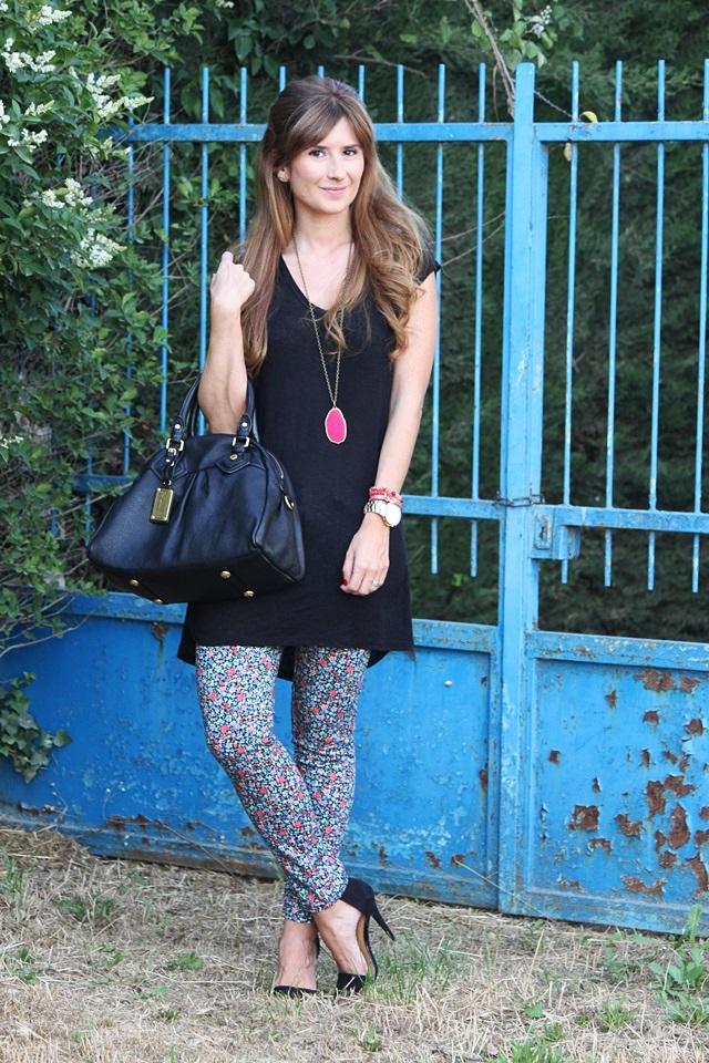 pantalones-de-flores-printed-pants-sandalias-zara-bolso-marc-jacobs
