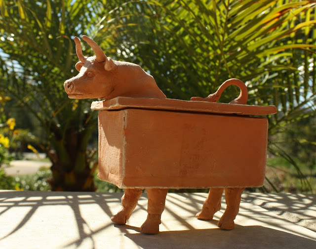 bull, animal, cattle, cow, box, sculpture, arte, artist, S. Myers, Sarah Myers, horns, rectangle, cube, art, red, earthenware, container