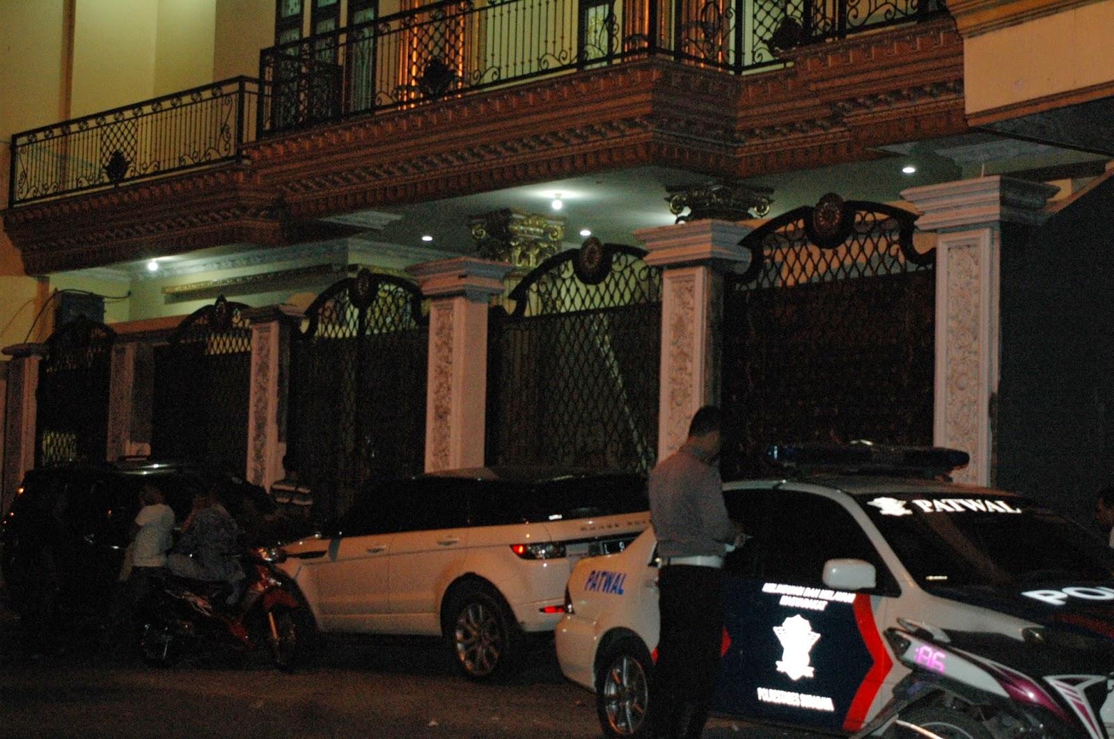 KPK datangi Rumah H. Hasyim ( H. Hodden ) Jalan Sidorami 50 dan 52 Surabaya